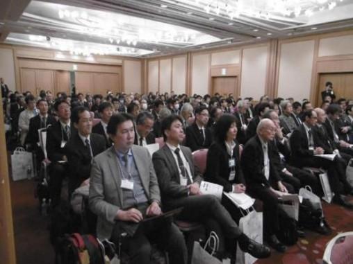 会場には200名を超える聴衆が集まった